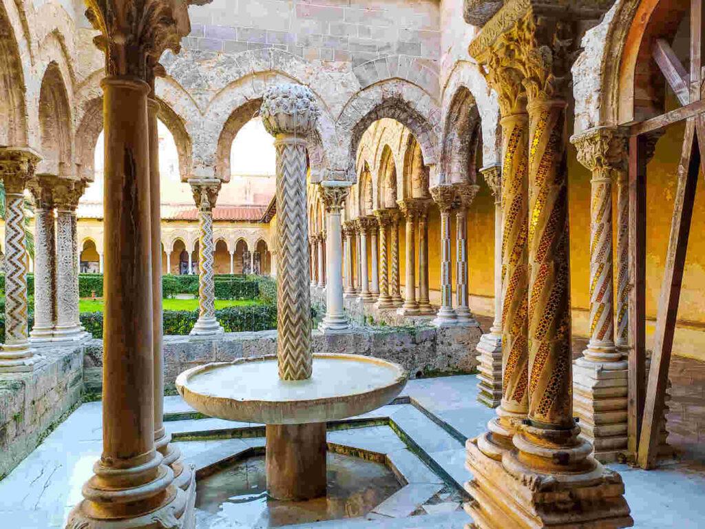 fontana del chiostro della cattedrale di monreale