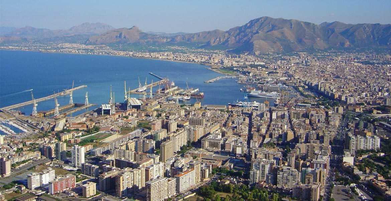 vista dall'alto della città di palermo